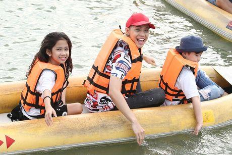 Noo Phuoc Thinh cung hoc tro cung hao hung vui choi Thai Lan - Anh 6