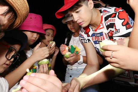 Noo Phuoc Thinh cung hoc tro cung hao hung vui choi Thai Lan - Anh 8