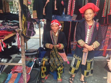 'Cho' cac san pham thu cong truyen thong giua thu do Ha Noi - Anh 1