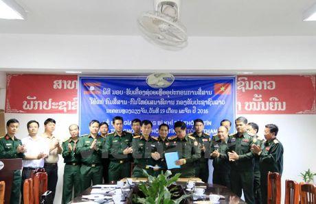 Viet Nam ho tro trang thiet bi, khi tai thong tin cho Quan doi Lao - Anh 1