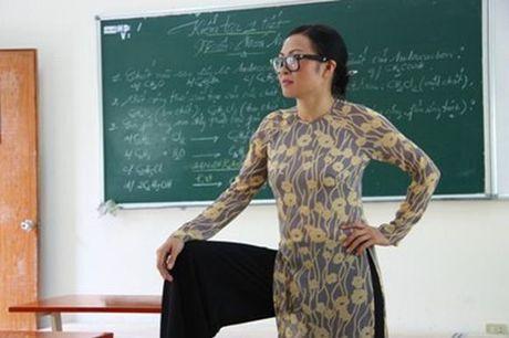 Khong ngo co mot 'co giao' Ho Ngoc Ha 'ba dao' the nay - Anh 3
