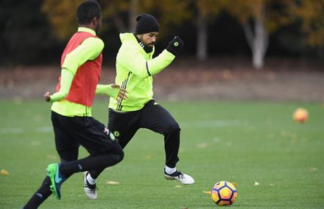 Diego Costa tro lai tap luyen truoc chuyen lam khach toi Middlesbrough - Anh 1