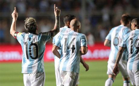 Messi 'ha guc' fan bang su hao phong - Anh 1