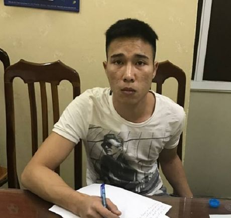 CSGT Ha Noi tom gon ke cuop tai san du khach nuoc ngoai - Anh 2