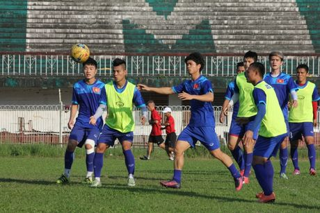 DTQG Viet Nam vui dua truoc tran mo man AFF Cup 2016 - Anh 7