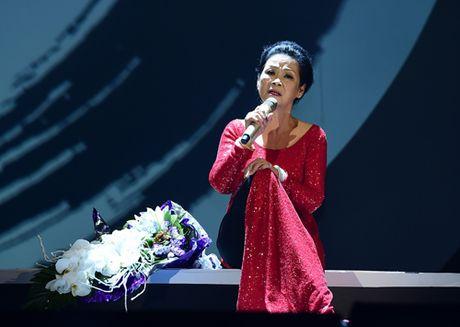 Ho Ngoc Ha dem dan va hat be cho ca si Khanh Ly - Anh 2