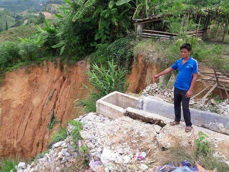 Lai Chau: Xay truong bo hoang, khu tai dinh cu xuong cap - Anh 6