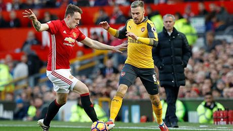 M.U 1-1 Arsenal: 'Phao thu' goi ten Oliver Giroud - Anh 15