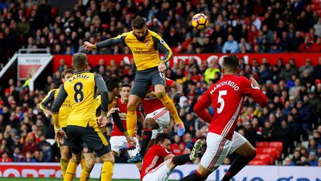 M.U 1-1 Arsenal: 'Phao thu' goi ten Oliver Giroud - Anh 1