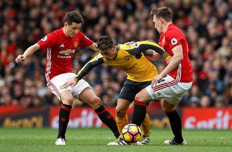 M.U 1-1 Arsenal: 'Phao thu' goi ten Oliver Giroud - Anh 2