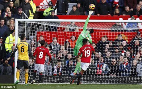 M.U 1-1 Arsenal: 'Phao thu' goi ten Oliver Giroud - Anh 8