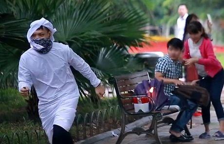 """Truy tung tich nhom ban tre ghi hinh clip """"ra duong dot bom"""" - Anh 1"""