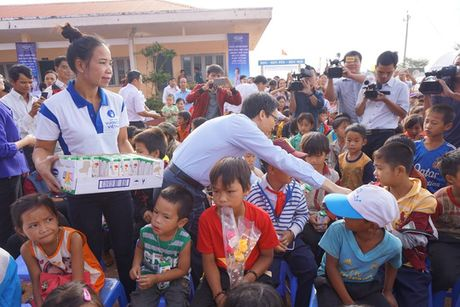 Pho Thu tuong Vu Duc Dam: Du thieu thon nhung giao vien khong than kho - Anh 4