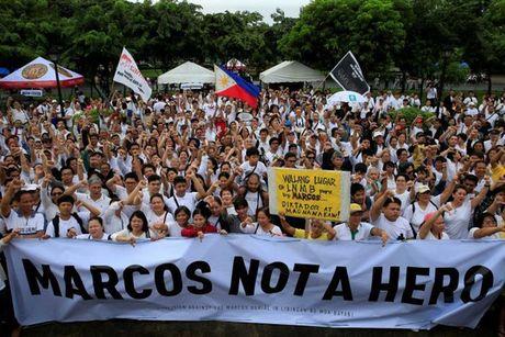 Philippines: Bieu tinh phan doi vinh danh nha doc tai Marcos - Anh 4