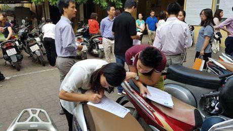 Nguoi dan Ha Noi do don di doi bang lai xe - Anh 3