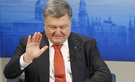 Tong thong Ukraine khong duoc ong Trump moi du le nham chuc - Anh 1