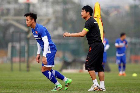 Vang Tuan Anh, HLV Huu Thang co the dung 'chieu doc' - Anh 1
