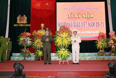 Pho thu tuong Truong Hoa Binh du Le Mit tinh ky niem Ngay Nha giao Viet Nam tai Hoc vien CSND - Anh 3