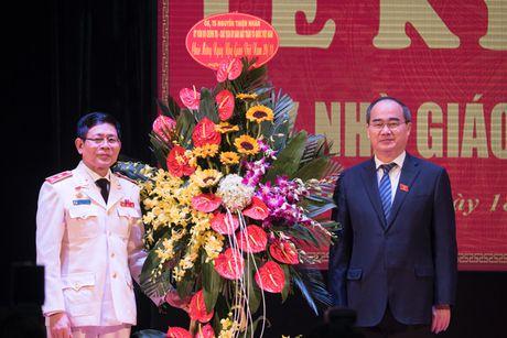 Dong chi Nguyen Thien Nhan chuc mung Hoc vien ANND - Anh 1