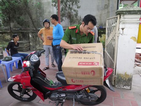Len Mong Cai mang phao va dan ve 'an Tet' - Anh 1