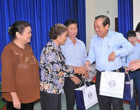 Pho Thu tuong Thuong truc Truong Hoa Binh gap mat cuu can bo MTTQ TP Ho Chi Minh - Anh 2