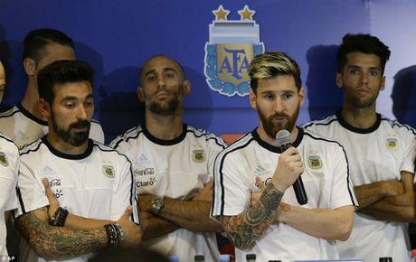"Messi: Dai ca dich thuc va ""nui"" USD cho dut tui nhu Ronaldo - Anh 1"
