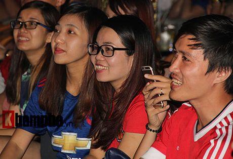 """""""Xe nat"""" luoi MU cuoi tran, fan Arsenal bat khoc nuc no - Anh 10"""