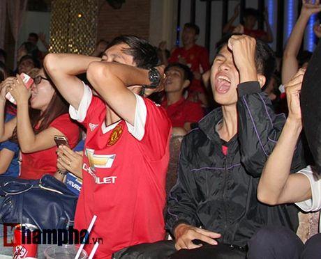 """""""Xe nat"""" luoi MU cuoi tran, fan Arsenal bat khoc nuc no - Anh 14"""