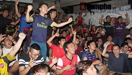 """""""Xe nat"""" luoi MU cuoi tran, fan Arsenal bat khoc nuc no - Anh 1"""