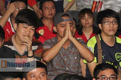 """""""Xe nat"""" luoi MU cuoi tran, fan Arsenal bat khoc nuc no - Anh 2"""