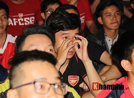 """""""Xe nat"""" luoi MU cuoi tran, fan Arsenal bat khoc nuc no - Anh 3"""