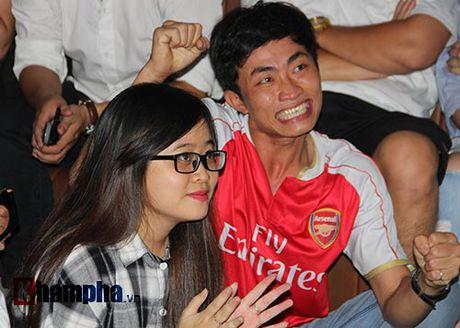 """""""Xe nat"""" luoi MU cuoi tran, fan Arsenal bat khoc nuc no - Anh 4"""