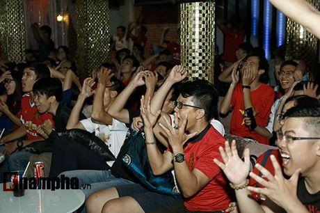 """""""Xe nat"""" luoi MU cuoi tran, fan Arsenal bat khoc nuc no - Anh 8"""