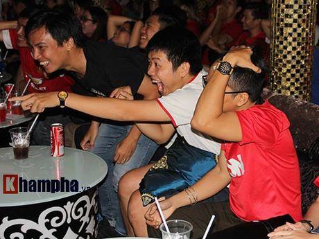 """""""Xe nat"""" luoi MU cuoi tran, fan Arsenal bat khoc nuc no - Anh 9"""