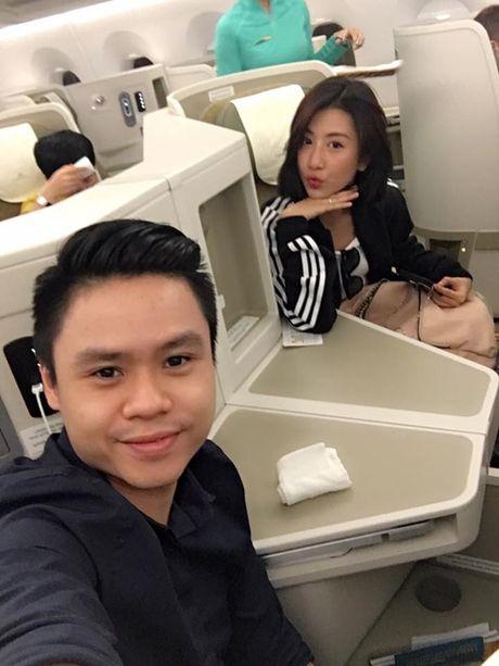 Phan Thanh cong khai xuat hien voi nhung hotgirl nao sau khi bi tu hon? - Anh 2