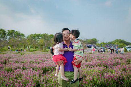 Me man canh dong hoa ngoc han dep ngat ngay giua long Ha Noi - Anh 4