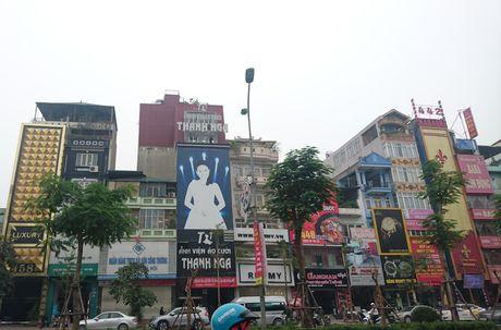 Bien quang cao 'khung' tran lan cac tuyen pho Ha Noi - Anh 2