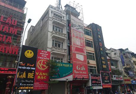 Bien quang cao 'khung' tran lan cac tuyen pho Ha Noi - Anh 4