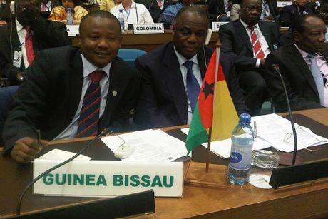 Guinea-Bissau co Thu tuong 44 tuoi - Anh 1
