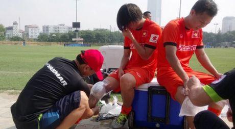Bi loai khoi AFF Cup: Tuan Anh va tro dua cua so phan - Anh 1