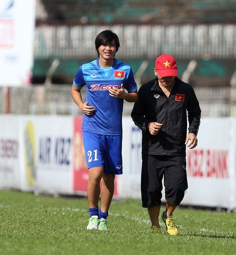 Bi loai khoi AFF Cup: Tuan Anh va tro dua cua so phan - Anh 2