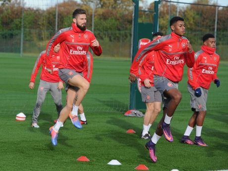 Thierry Henry: 'Arsenal se gianh chien thang truoc M.U' - Anh 4