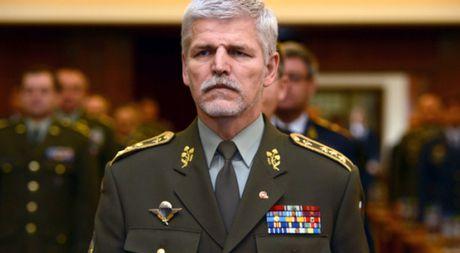 Chi huy NATO tin Nga khong dam 'thach thuc' NATO - Anh 1