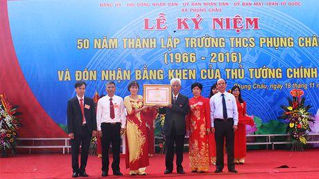 Truong THCS Phung Chau don Bang khen cua Thu tuong Chinh phu - Anh 1