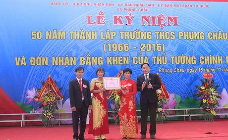 Truong THCS Phung Chau don Bang khen cua Thu tuong Chinh phu - Anh 2