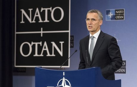NATO 'cam thay bat luc' khi tim cach co lap Nga - Anh 1