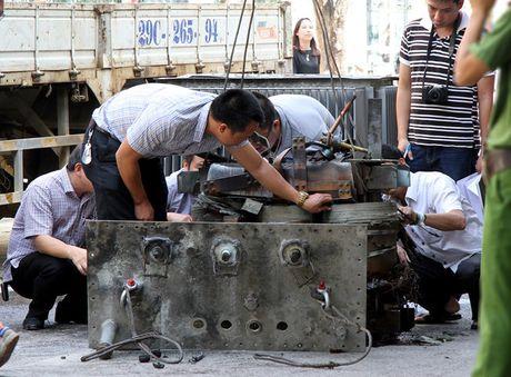Vu no tram bien ap o Ha Noi: Phe binh giam doc Dien luc Ha Dong - Anh 1