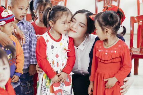 Ly Nha Ky tang 500 trieu cho dong bao mien Trung - Anh 1