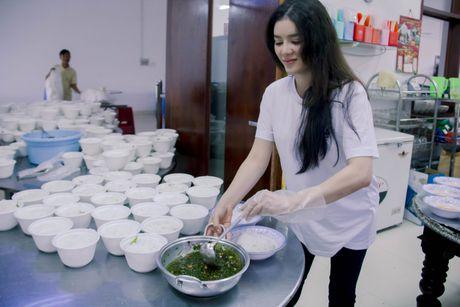 Ly Nha Ky tang 500 trieu cho dong bao mien Trung - Anh 3