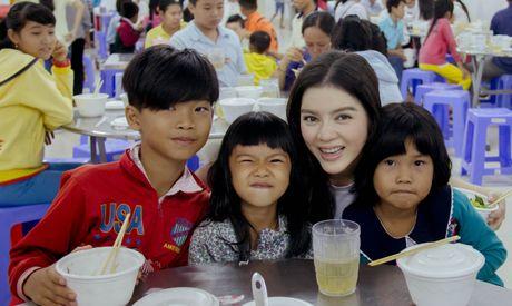 Ly Nha Ky tang 500 trieu cho dong bao mien Trung - Anh 4